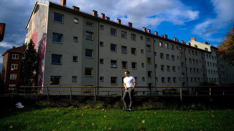 Christoffer Haraldsen prøvde lenge å kjøpe sin første bolig i Oslo, før han endelig kom seg inn i markedet. Til tross for at det ventes en liten brems i prisveksten, tror Samfunnsøkonomisk analyse at prisene skal fortsette oppover i Oslo de neste årene.