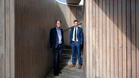 Deloitte-toppsjef Sjur Gaaseide (venstre) og kredittanalysesjef i SEB Thomas Eitzen presenterer finansdirektør-undersøkelsen, som viser den høyeste optimismen på ti år.