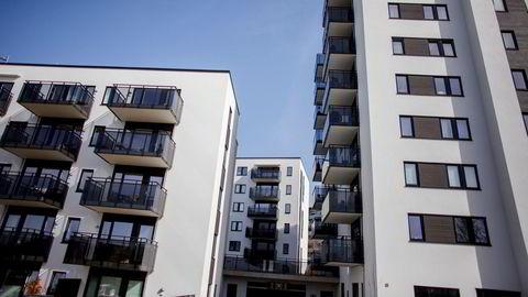 Flermannsbolig istedenfor enebolig og bokollektiver istedenfor ettroms leiligheter bidrar til å begrense veksten i boareal. Det bør skattereglene oppmuntre til, ifølge artikkelforfatteren. Illustrasjonsfoto fra Løren i Oslo.