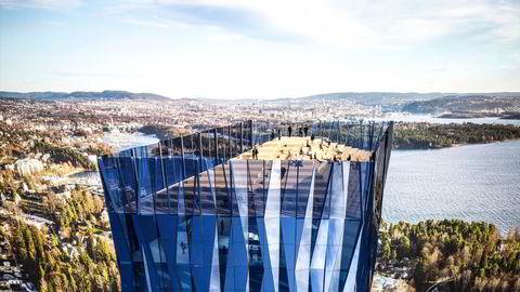 Røkkes planer om Norges første skyskraper «Det store blå» på Fornebu ble lagt på is etter å ha blitt møtt med massiv motstand.