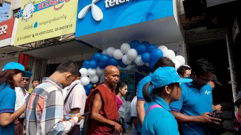 Telenor solgte tidligere i juli virksomheten i Myanmar etter at militærjuntaen kuppet makten i landet i februar. Nå øker presset mot Telenor etter salget til en kontroversiell libanesisk aktør.