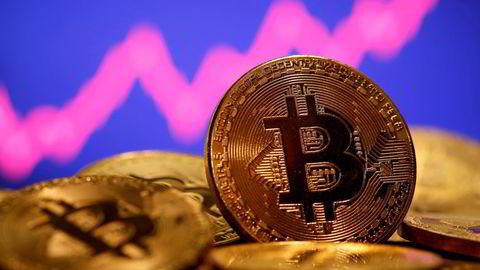 Verdien på bitcoin og andre kryptovalutaer har steget kraftig i verdi de siste månedene, men falt de siste dagene.