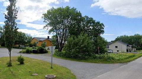 Skilegende Bjørn Dæhlie har kjøpt det gule huset (til venstre) i Bø i Vesterålen for 1,2 millioner kroner. Han sparer rundt to millioner kroner i formuesskatt på flyttingen.