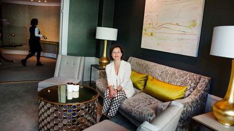 Hotelleier Elisabeth Brochmann på Continental er glad for at det verste ser ut til å være over og at inntektene er på full fart oppover igjen. Nå sliter hun med å få tak i folk.