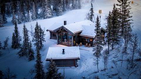 Luksushytta på Kvitfjell gikk for én million kroner over prisantydning, etter å ha ligget ute i snaut to dager.