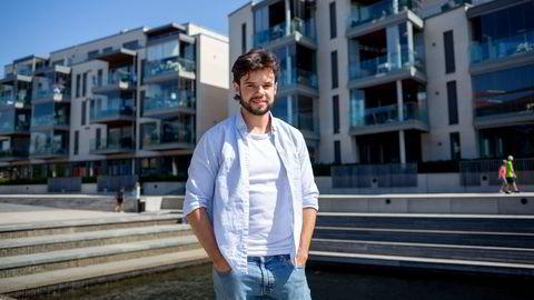 – Vi tenkte vi kunne kjøpe bolig sammen, for da trenger man ikke fullt så mye egenkapital, sier Vetle Kvam-Hansen. Han har kjøpt bolig sammen med en kamerat i Bergen. Bildet er tatt i Larvik.