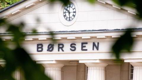 To børsnykomlinger på børs snubler fra startstreken, men ellers er stemningen rolig i Oslo Børs tirsdag.