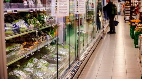 En stor andel av den plantebaserte maten vi spiser er importert og har lav importtoll, skriver artikkelforfatterne.