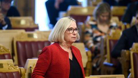 Senterpartiets Marit Arnstad, her under spontanspørretime i Stortinget med statsminister Erna Solberg.