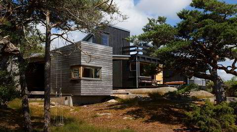 La til. Arkitekten så for seg et skip som la til kai da han tegnet tilbygget til venstre ved siden av den originale hytta.