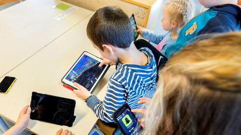 Evnen til læring, og interessen for faget, har uten tvil økt når barn og unge kan bruke pc på skolen og selv drive kritisk kildebruk, skriver artikkelforfatteren.