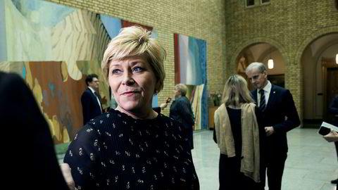 Frp-leder Siv Jensen (Frp) sliter med oppslutningen. Det er ikke enkelt å være et borgerlig opposisjonsparti til en borgerlig regjering.