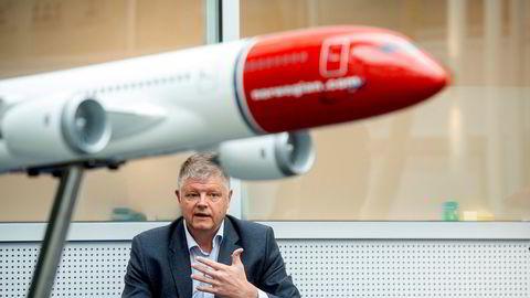Flyselskapet Norwegian, her ved toppsjef Jacob Schram, skroter nå den manuelle refusjonsordningen som har ført til at kunder har måttet vente i flere måneder på å få pengene tilbake.