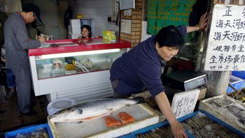 Norsk laks er populært i Kina, her fra Fjord Seafood på fiskemarkedet i Shanghai.