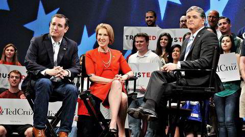 """Sean Hannity (t.h.)  nekter for å ha kalt korona-viruset en """"bløff"""". Bildet er fra en debatt i 2016. Til venstre Ted Cruz og Carly Fiorina."""