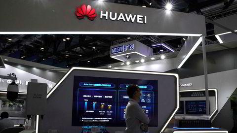Den kinesiske teknologigiganten Huawei er utestengt fra viktige internasjonale markeder. Nå vurderer USA å trappe opp teknologikrigen med Kina og ilegge landets største databrikkeselskap restriksjoner som gjør de ikke kan benytte hverken komponenter eller produksjonsutstyr fra amerikanske selskaper. Her fra China International Fair for Trade in Services (CIFTIS) i Beijing i forrige uke.