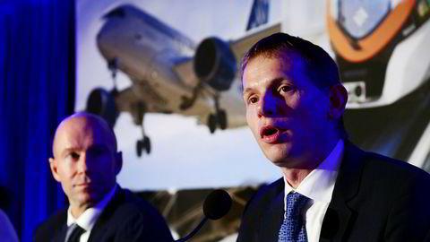 Bombardiers toppsjef Alain Bellemare (t.v.) og Airbus' Canada-sjef Romain Trapp kunngjør salget mandag.