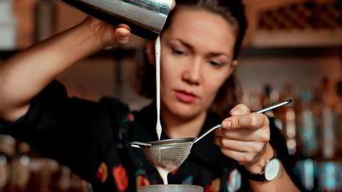 Kulturutveksling. Milena Grudzien er polsk, men lager en signaturdrink inspirert av norske skitradisjoner.