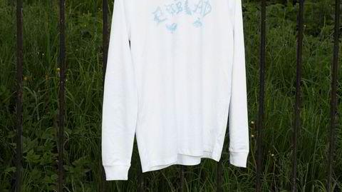 Kunstens bakside. Ida Ekblad er blant kunstnerne som har samarbeidet med 10/10. Ville man gjettet seg til det ved å se baksiden av denne langermede genseren?
