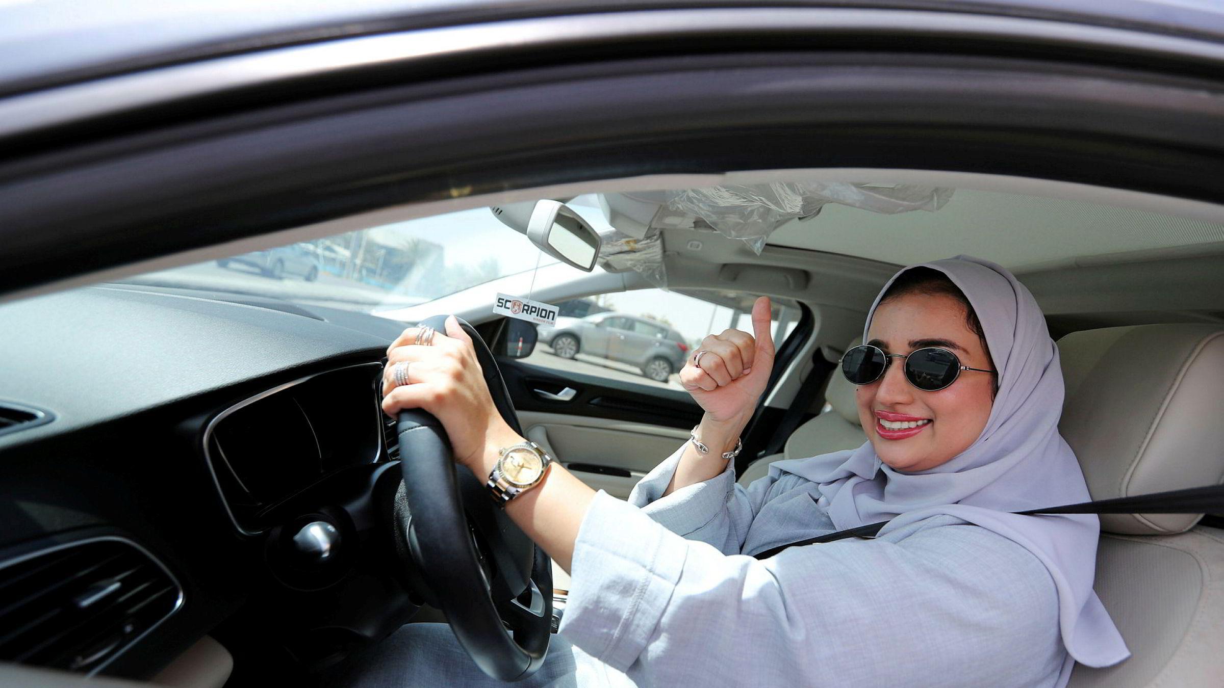 Zuhoor Assiri kjører sin egen bil i Saudi-Arabia.