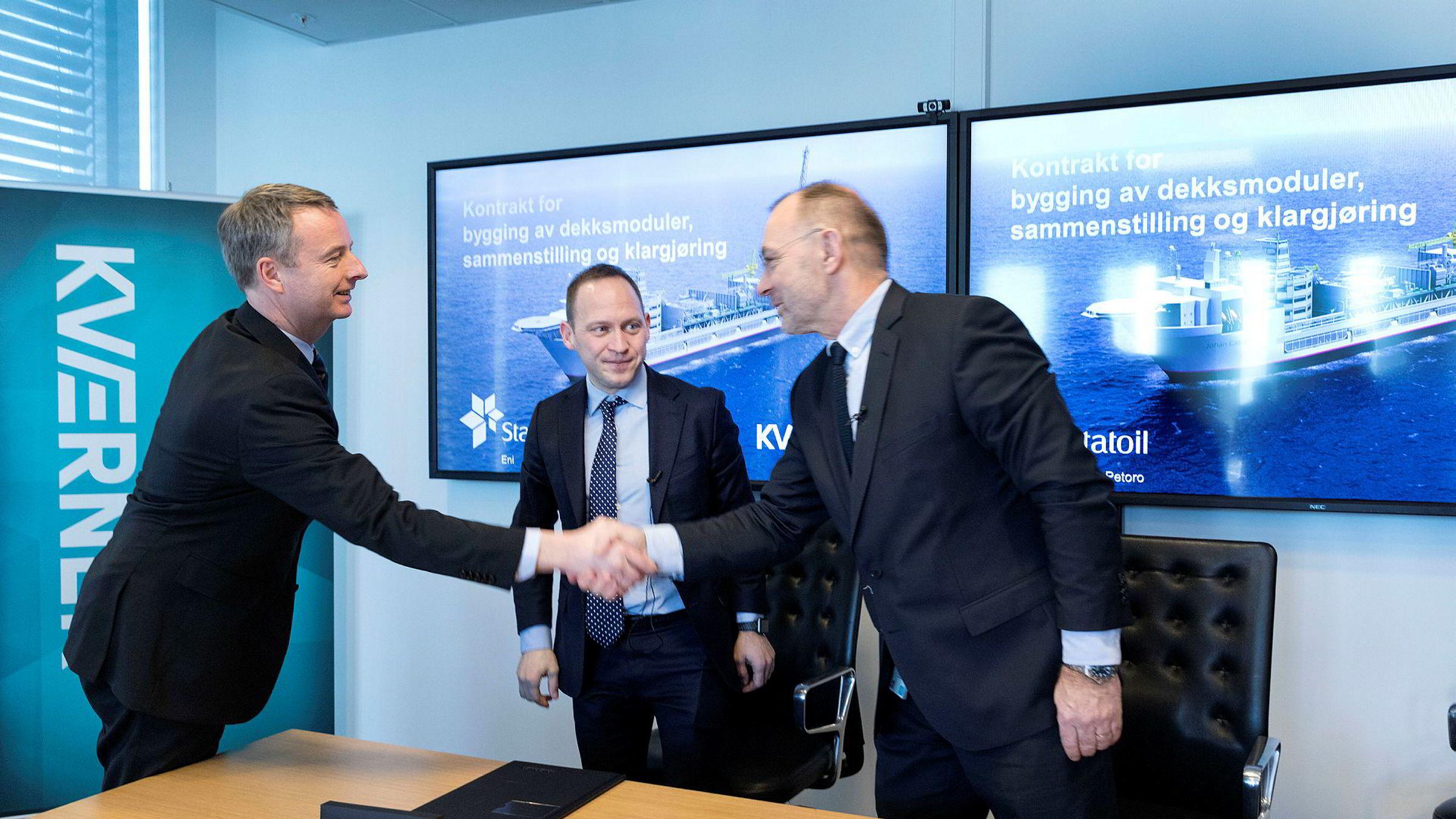 Olje- og energiminister Terje Søviknes (til venstre) stilte tirsdag opp sammen med Statoils prosjektdirektør Torger Rød og Kværner-sjef Jan Arve Haugan for å markere at den store kontrakten til Castberg-kontrakten gikk til Kværner og norsk industri.
