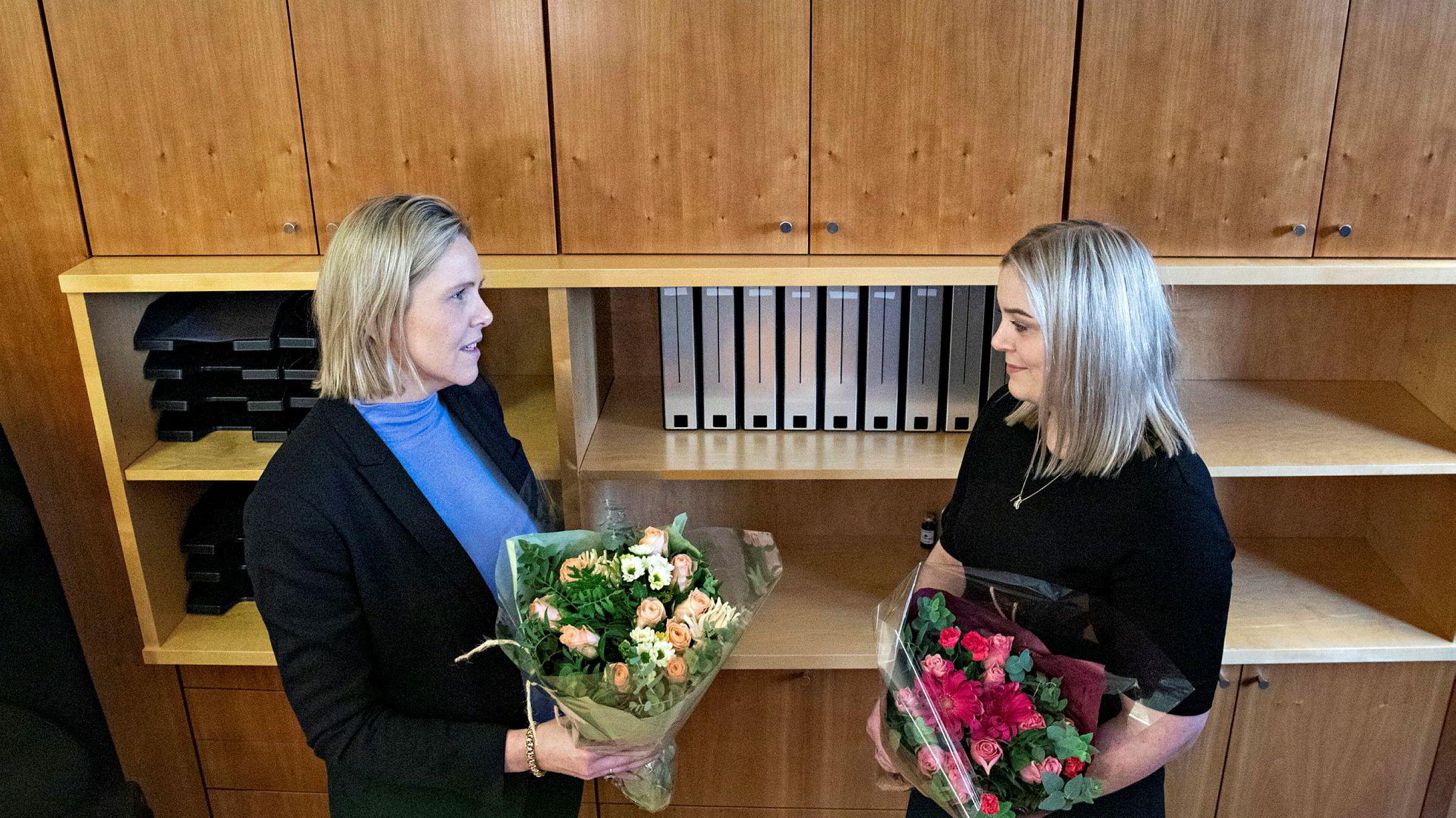 Fredag overlot Frp-nestleder Sylvi Listhaug (til venstre) makten i Olje- og energidepartementet til Høyres Tina Bru.