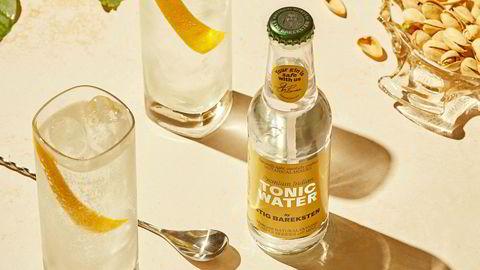Rabarbra-pappa. Selv om man bare trenger gin og tonic, kan man leke seg med andre ingredienser. Alt fra rabarbra til agurk kan passe, sier Stig Bareksten.