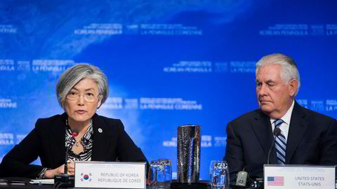 Sør-Koreas utenriksminister Kang Kyung-wha (til venstre) sammen med USAs utenriksminister Rex Tillerson på Nord-Korea-møtet som ble rundet av i Vancouver i Canada onsdag. Foto: The Canadian Press via AP / NTB scanpix