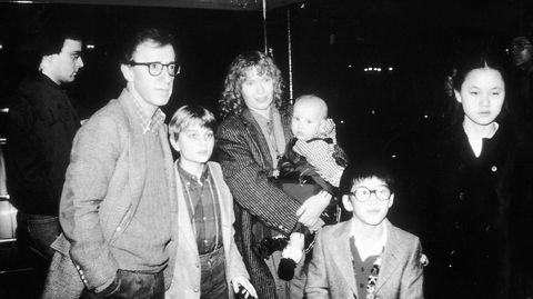 Snart tre tiår er gått siden forholdet mellom Woody Allen og Mia Farrow eksploderte i skandaler, her med barna Fletcher (fra venstre), Dylan, Moses og Soon-Yi i 1986.