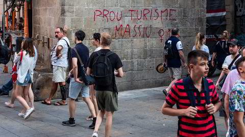 Graffiti mot turisme. Barcelona sommeren 2018: – Jeg synes ikke det er umulig se for seg at lignende aksjonsformer får mer oppslutning i Norge, mener forfatter Elina Høeg.