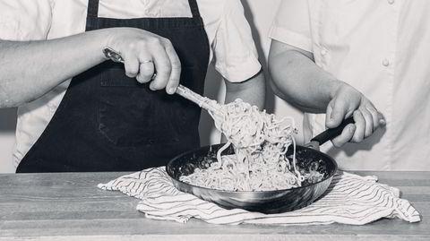 Pastavekkelse. Først da Kristian Lambrechts fikk jobb på den italienske restauranten Trattoria Popolare i Oslo, oppdaget han hvordan pasta carbonara egentlig skal lages.