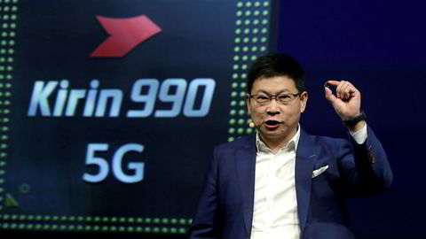 Huawei-direktør Richard Yu viste frem 5G-prosessoren «Kirin 990 5G» under teknologimessen IFA 2019 i Berlin i høst.