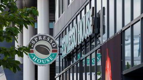 Manglende overtidsbetaling, enormt jobbpress og en følelse av å være «overvåket» på jobb. Flere tidligere ansatte i kaffekjeden Espresso House har fortalt om sine arbeidsforhold i Norge.