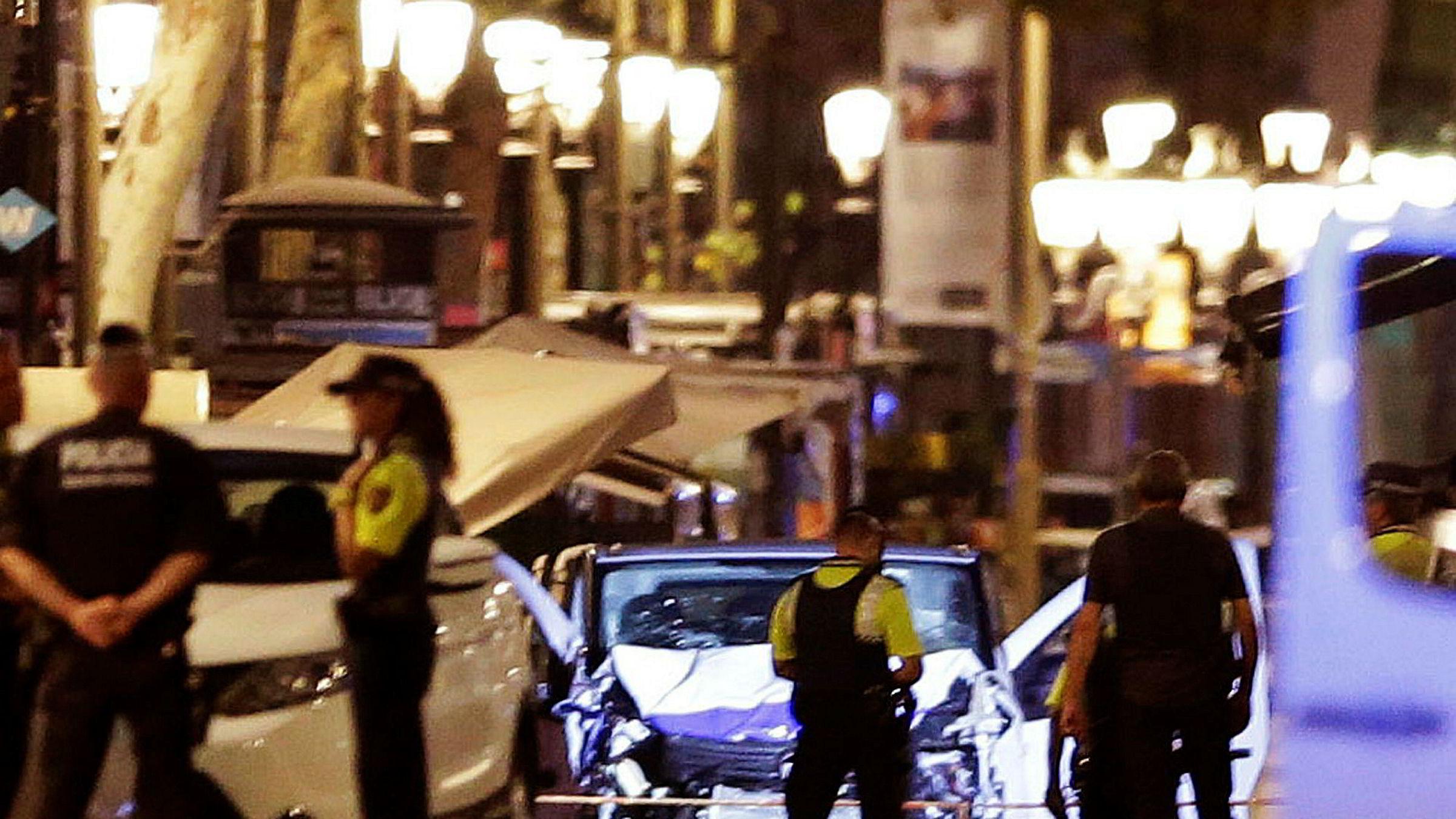 Dette er varebilen som skal ha drept 13 personer og såret rundt 100 personer i Barcelona torsdag kveld.