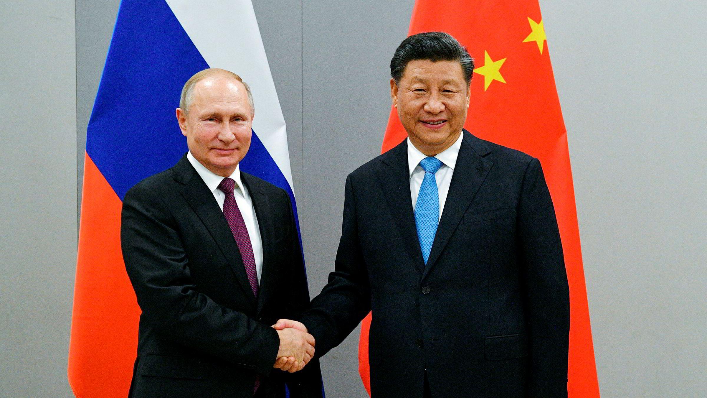 Presidentene Vladimir Putin og Xi Jinping samarbeider stadig tettere. Nå er teleselskapet Huawei blitt en viktig brikke i forholdet.