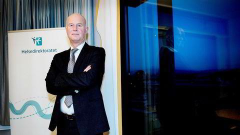 Bjørn Guldvog er direktør i Helsedirektoratet, og tok beslutningen om å la den koronasmittede kvinnen reise hjem med vanlig transport, på bakgrunn fra råd fra flere fagmiljøer.
