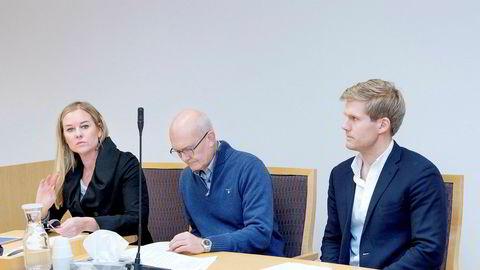 Tidligere Vita-sjef Kristina Johansson tror Vita kunne overlevd hvis konsernet fikk mer kapital og tid. Her er hun i skiftesamlingen sammen med Lars Østby og Magnus Brørs.