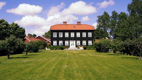 Hovedbygget på Østre Holmen gård i Holmenkollveien 19. Eiendommen er nå solgt for et tresifret millionbeløp av eiendomsmilliardær Trygve Bjerke. Bildet er tatt i 2002 da tidligere Kværner-sjef Erik Tønseth eide gården.
