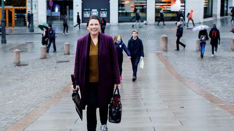Permitterte arbeidstagere kan velge å ta oppdrag andre steder. Mange er villige til å gjøre det, men ikke dersom full lønnskompensasjon i permittering lønner seg mer, skriver Heidi Nordby Lunde (H) i innlegget.