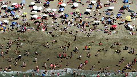 For mange ble planene om å badeferie i sommer avlyst da koronapandemien oppsto. Nå har Pakkereisenemnda begynt å ta stilling til hvem som bærer ansvaret når en reise blir avlyst.