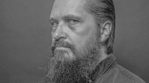 Komponist og støykunstner Helge Sten gjør sterkt inntrykk med etterlengtet album. Søndag spiller han i Operaen.
