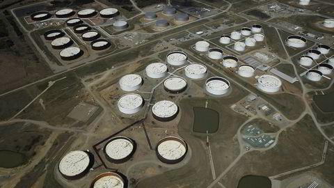 Jordskjelv rammet oljesenteret Cushing søndag kveld. Bildet viser lagertanker med olje i Cushing.