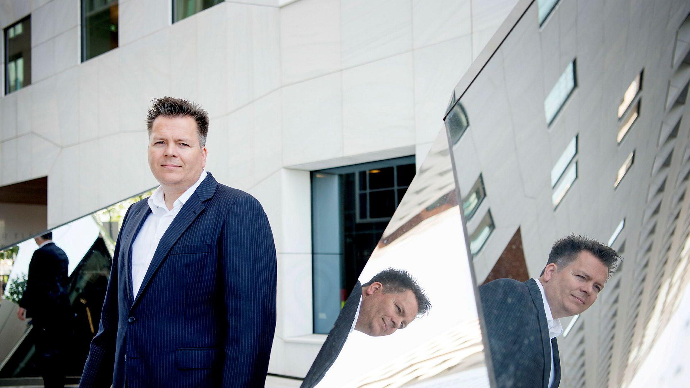 Porteføljeforvalter Torje Gundersen og hans team i DNB Asset Management har for tiden mindre aksjer enn vanlig, og større tro på renter enn aksjer. – I kredittmarkedet er det tatt høyde for mer økonomisk smerte enn i aksjemarkedet.