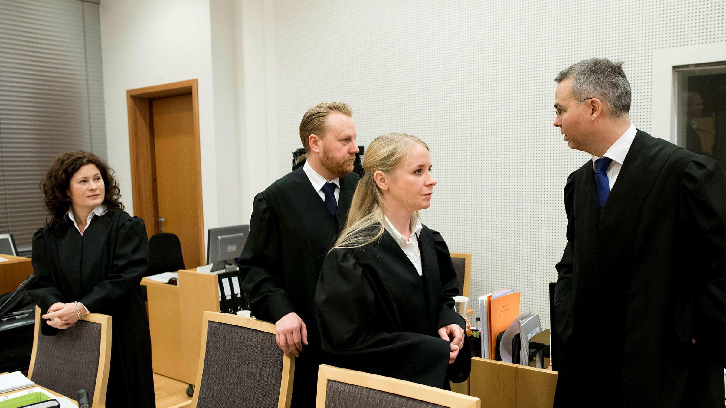 I Transocean-saken er det skapt et inntrykk av rettssikkerhet i fare. Selskap og enkeltpersoner ble frikjent for alvorlige anklager om å ha bidratt til unndragelse av skatt, og Skatteetaten nådde bare delvis frem i skattesakene. Her aktoratet i Transocean-saken, Anna Haugmoen Mo (fra venstre), Bård Thorsen og Åsne Haga Torgersen i Økokrim og Espen Bjerkvoll fra Regjeringsadvokaten.
