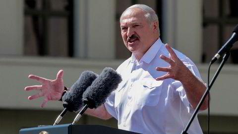 Hviterusslands president Aleksandr Lukasjenko skal til Moskva og møte sin russiske kollega Vladimir Putin.