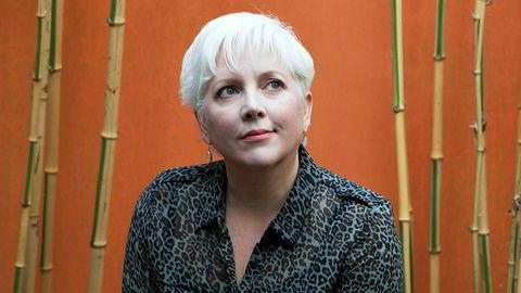 Carrie Gracie fronter kampen om lik lønn for likt arbeid i BBC. I 2018 sluttet hun som redaktør i protest, men etter et forlik jobber hun nå i London-avdelingen.