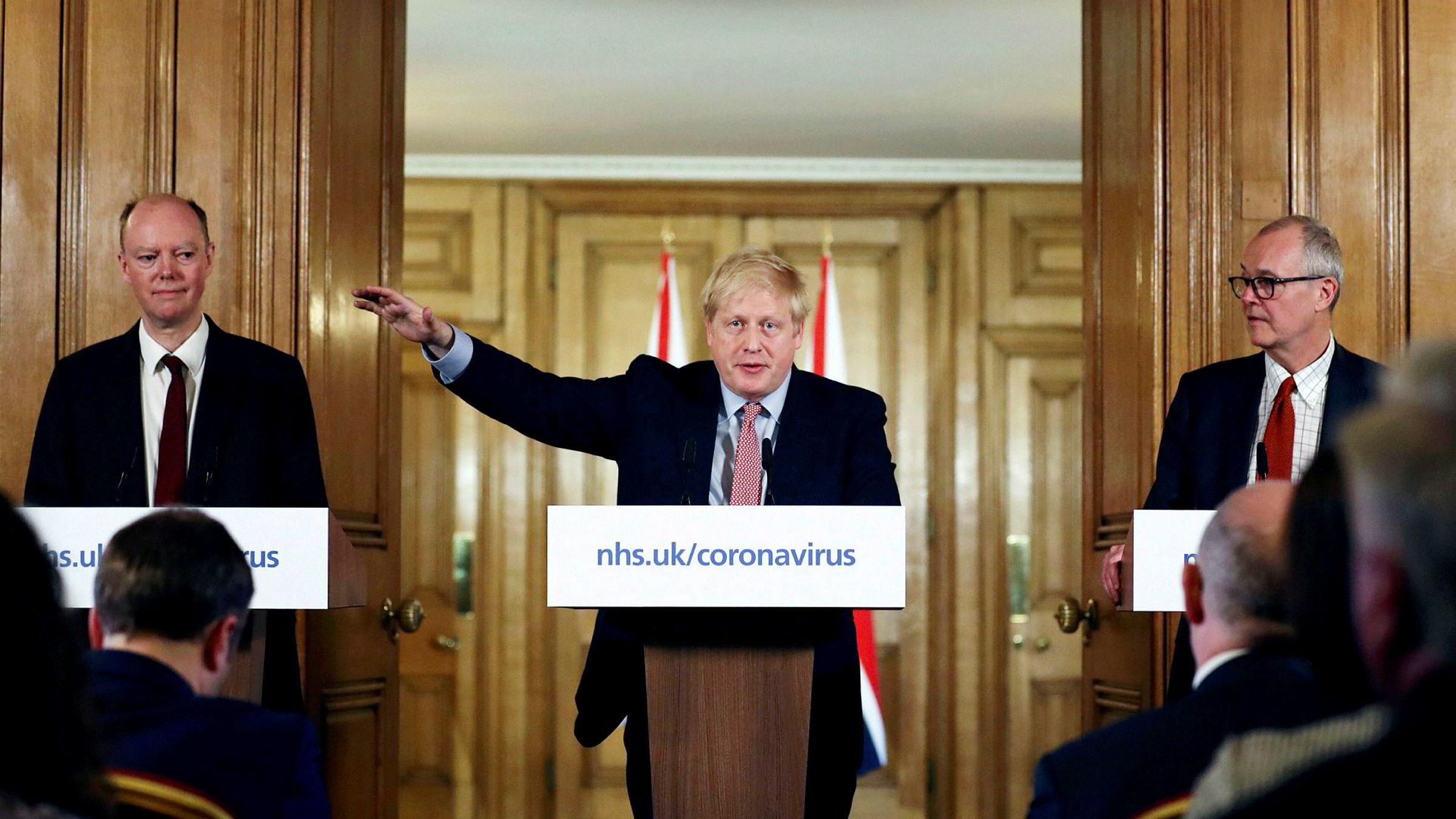 – Mange flere familier kommer til å miste sine kjære for tidlig, sa Storbritannias statsminister på en pressekonferanse torsdag.