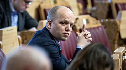 Sp-leder Trygve Slagsvold Vedum satt mandag kveld i telefonmøte med partiets sentralstyre om den famøse sexmeldingen til Liv Signe Navarsete.