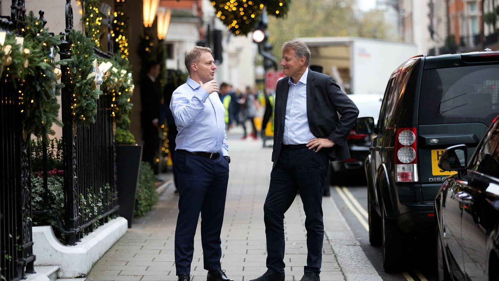 DNB-sjef Rune Bjerke (til høyre) og leder for personmarked Trond Bentestuen er på plass i Mayfair i London for å legge frem bankens finansielle mål tirsdag. Banken får flere spørsmål om svensk økonomi.