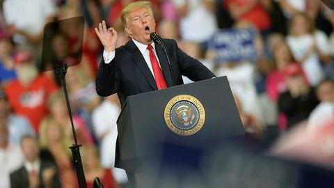 USAs president truer med å innføre nye straffetoller mot Kina i september og å trekke USA ut fra Verdens handelsorganisasjon (WTO) «hvis de ikke oppfører seg». Han avviser et EU-forslag om nulltoll på biler. På torsdag kveld holdt han et valgkamprally i delstaten Indiana.